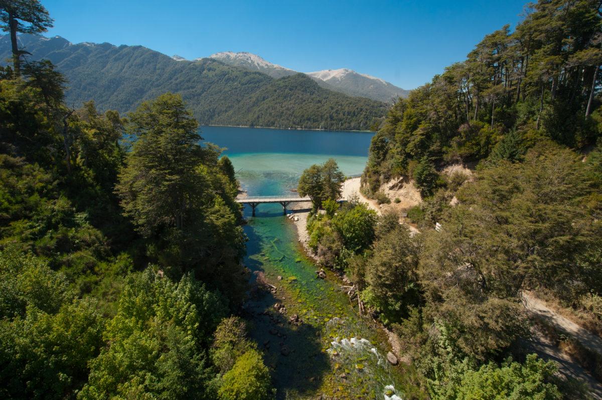 Río y puente Correntoso. Balneario Correntoso
